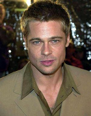Brad Pitt  Hangi kadın onun masmavi gözlerinin derinliklerinde kaybolmak istemez ki?